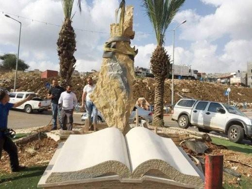 نصب تذكاري فريد من نوعه للفنان المجدلاوي زياد حمود