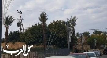 بلدية عكا تقوم بتزيين شارع صلاح الدين بالإضاءة الليلية