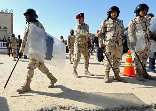 مصر: قتيل وجرحى بقذائف استهدفت مطار العريش