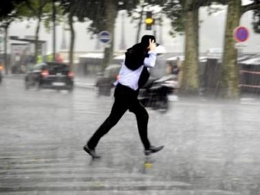 منخفض جوي يجتاح البلاد: أمطار غزيرة ورياح