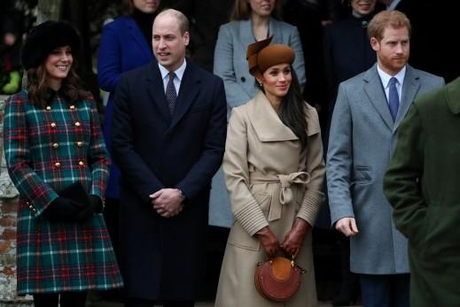 الأسرة المالكة في بريطانيا تشارك باحتفالات الميلاد