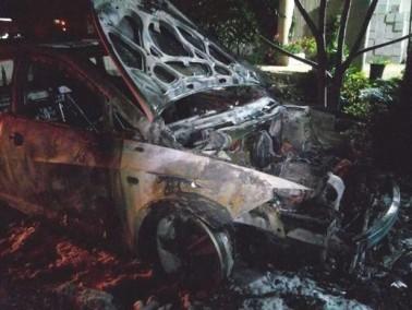 اضرام النار في سيارتين في الجديدة المكر