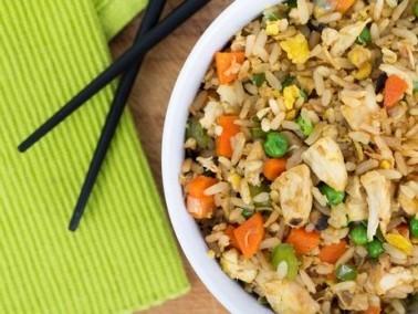 الأرز المقلي بالدجاج.. وجبة طيّبة وسهلة التحضير