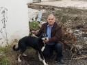 الطيرة: احسان ناصر يتبرع ببناية كاملة للعناية بالكلاب الضالة عن روح زوجته وابنه