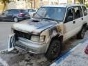 احتراق سيارة جيب وسط شارع بن عامي في مدينة عكا