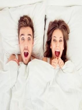 دراسات تحذّر الحواجز والخجل بين الزوجين
