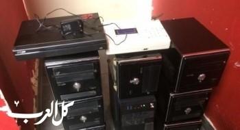 حيفا: اعتقال رجل وامرأة ومصادرة 17 حاسوبا بعد مداهمة أماكن للقمار