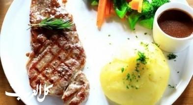 ستيك اللحم المشوي مع بطاطا مهروسة