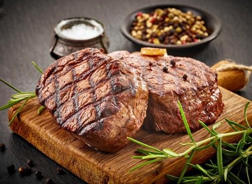 لحم مشوي بصلصة الباربيكيو..صحتين وعافية