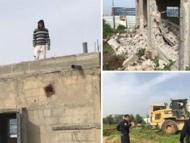 قلنسوة: المواطن محمد جمل يهدم منزله بيديه