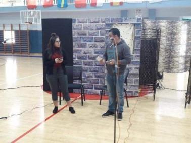 الرازي الشاملة اكسال تعرض لطلابها مسرحية
