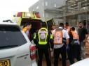 صفد: إصابة عاملين بجراح متفاوتة إثر سقوطهما عن ارتفاع