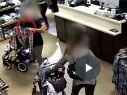 بالفيديو: عصابة من المركز تسرق الهواتف في المراكز التجارية