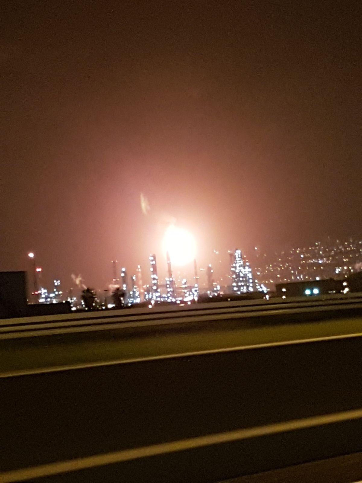 حيفا: خلل في معامل تكرير البترول وخروج شعلة نيران ضخمة