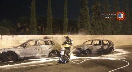 اشتعال النيران بسيارتين في حيفا دون اصابات