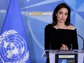 انجلينا جولي بمواجهة علنية امام براد بيت