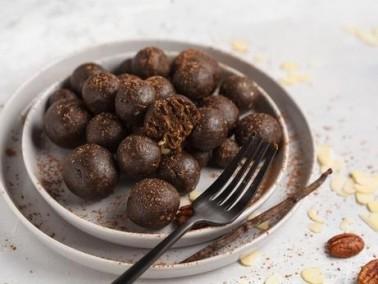 كرات الشوكولاطة بالفواكه والمكسرات..لذيذة ومميزة