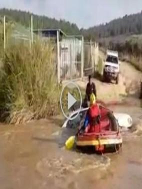 فيديو: انقاذ سائق علقت سيارته بمجرى نهر قرب حيفا