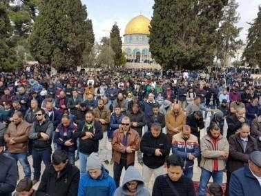 القدس: اكثر من خمسين الف مصلي ادوا اليوم صلاة الجمعة
