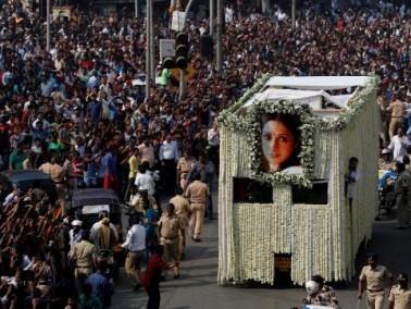 تشييع جثمان الممثلة الراحلة سريديفي كابور