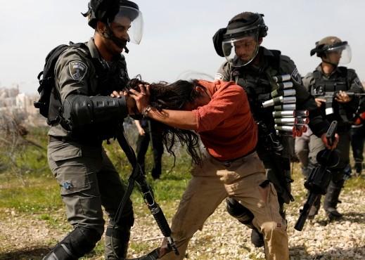 جمعة الغضب الـ 13: مواجهات وإصابات في الضفة وغزة