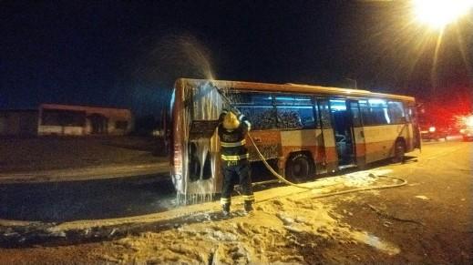 إندلاع حريق داخل حافلة على مدخل جولس