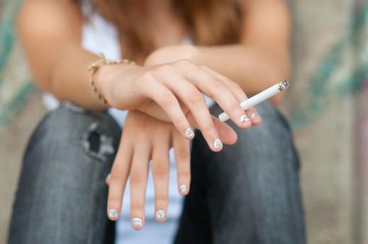 المراهقة والسيجارة لتعويض نقص