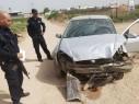 مطاردة بوليسية تنتهي باصطدام سيارة بجدار بيت في قلنسوة وهرب السائق