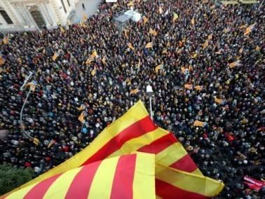 عشرات آلاف يتظاهرون في برشلونة دعما لاستقلال اقليم