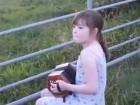 فيديو-طفلة تعزف الموسيقى للبقر
