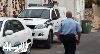 إصابة مسؤول في بلدية طبريا بعد إلقاء زجاجة عليه والشرطة تبحث عن المشتبه