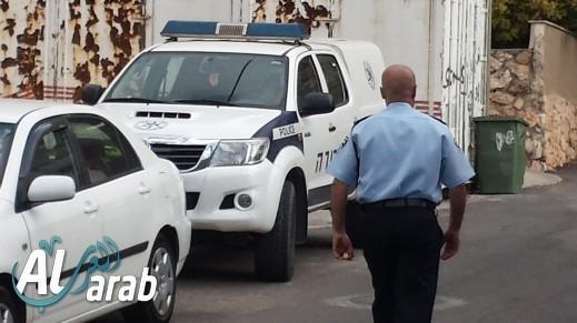 إصابة مسؤول في بلدية طبريا بعد إلقاء زجاجة عليه