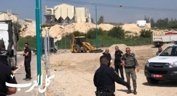 الشرطة تداهم مدينة طمرة وتضبط معدات هندسية ثقيلة بادعاء البناء غير القانوني