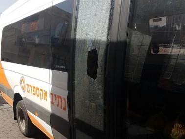 طمرة: القاء حجارة على حافلة وتحطيم الزجاج