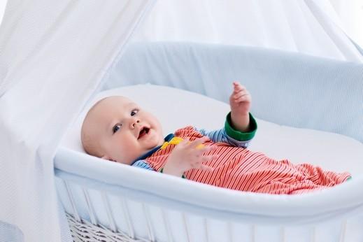 هل المناديل المبللة تسبب أضرارًا للطفل؟