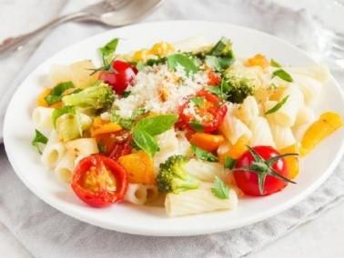من المطبخ الايطالي سلطة المعكرونة والخضار