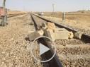 بالفيديو: شاب من تل السبع يضع الصخور على سكة الحديد في الجنوب!