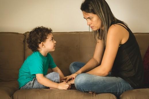 التقليد والعادات السيئة التي يتعلّمها طفلك