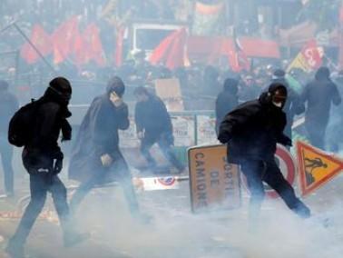 باريس: القوات الفرنسية تعتقل 200 متظاهر