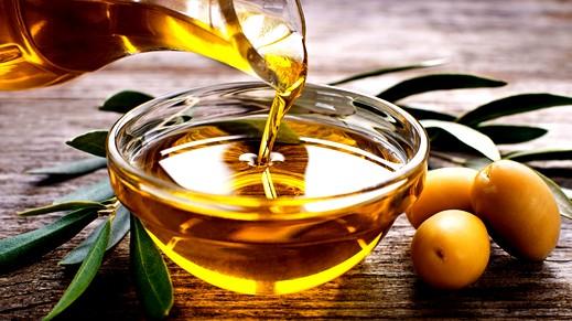 المضمضة بزيت الزيتون..فوائدها كثيرة!