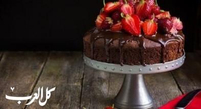 كعكة الشوكولاطة الغنية مع التوت..لذيذة