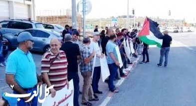 وقفة تضامنية مع غزه على مفرق جديدة كفر ياسيف