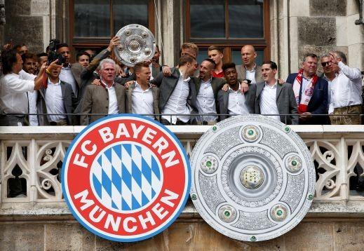 بايرن ميونيخ يحتفل بلقبه الـ28 مع جمهوره
