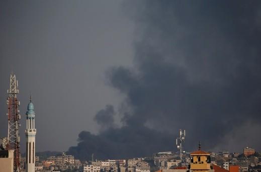 التصعيد مستمر: إصابات وسكّان غلاف غزة في الملاجئ