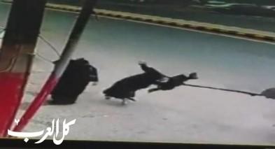فيديو- لص يسرق حقيبة امرأة في صنعاء