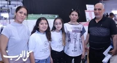 مدرسة ابتدائية عربية تشارك بفعاليات معرض الأبحاث