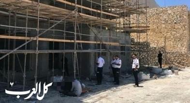 نتسيرت عيليت: مصرع عامل بعد سقوطه عن ارتفاع