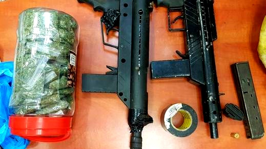 ضبط بندقيتين وامشاط ومريحوانا في الرامة