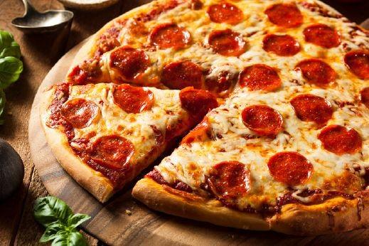 طريقة سهلة وسريعة لتحضير بيتزا الببيروني