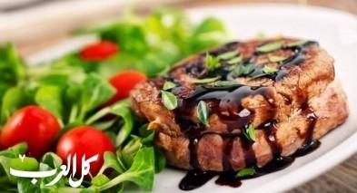 ستيك اللحم مع صلصة البلسمك والماسترد